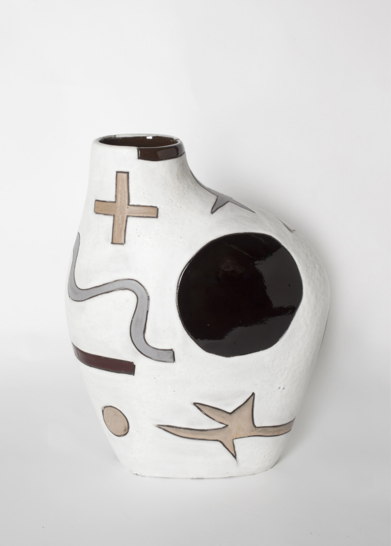Harvey Bouterse, '#33', 2018-2020, keramiek, glazuur. Collectie Stedelijk Museum Amsterdam.