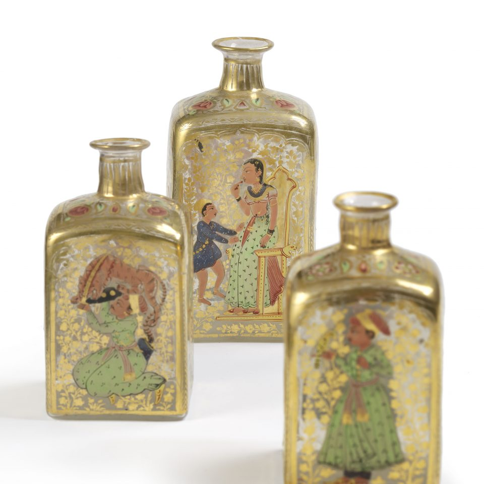 Drie glazen flessen in Moghul stijl, gekozen door Naema Tahir