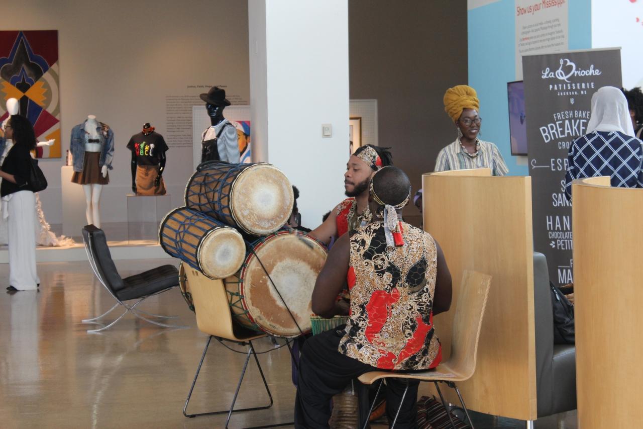 Live optreden op zaal in het Mississiippi Museum of Art