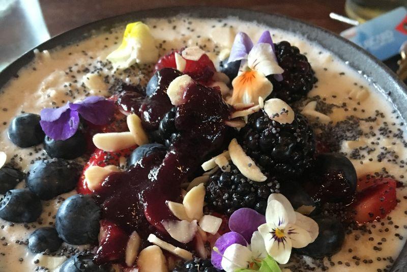 Porridge & Fruit num num