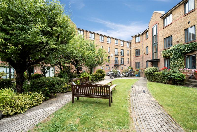 2 bedroom Flat For Sale in 21, Stairs 12 Durward Street, Whitechapel