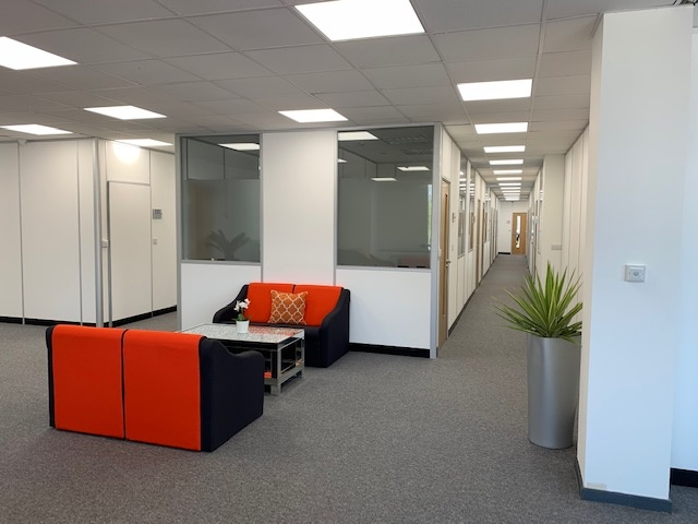 https://s3-eu-west-1.amazonaws.com/propertylab/LRP/property-images/developments/standard/13_1st Floor Business Lounge (3).jpg