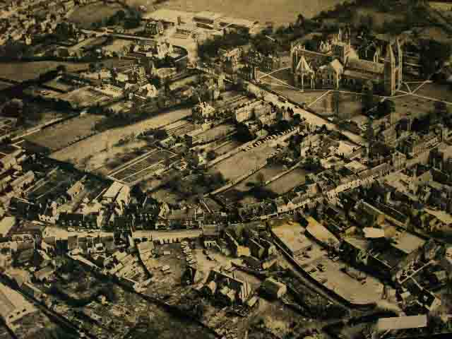 15_002aerial_of_town_centre_thumb.jpg