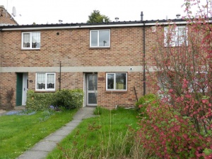 An excellent opportunity to acquire a two bedroomed mid-town house occupying a popular and convenient location.