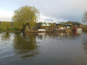 Timber chalet with mooring rights overlooking the River Trent