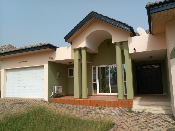 East Airport 3 Bedroom House With 1 Bed Boys Quarters,