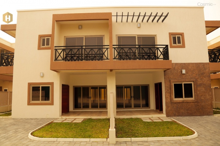 Airport 3 Bed House Gated,