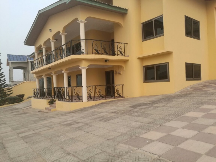 Weija 8 Bedroom House,
