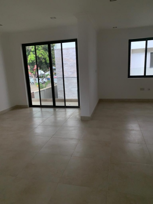 4 Bed House,  Airport ,