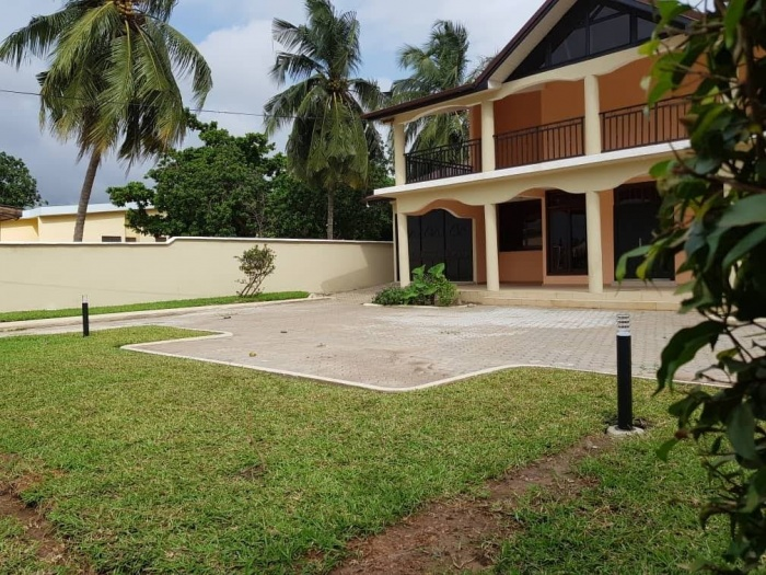 6 Bed House,  Haatso,