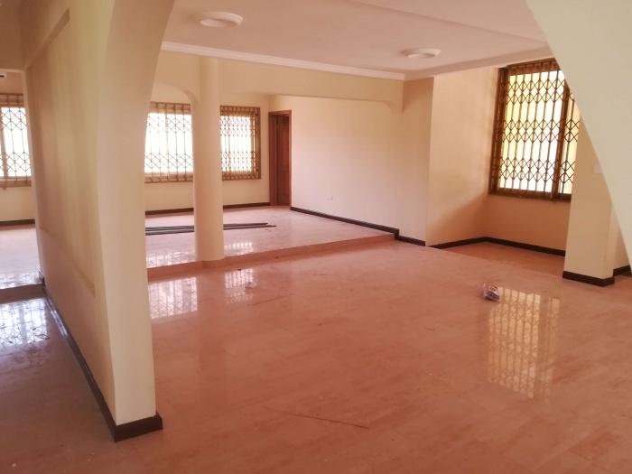 6 Bed House,  Adjiringanor,