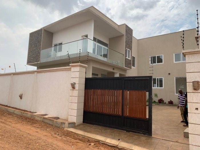 4 Bed House,  East Airport,