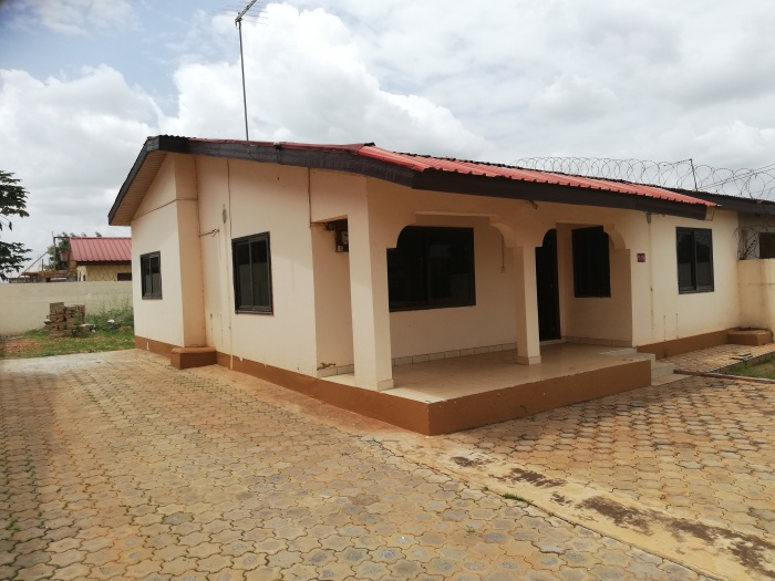 2  Bed House,  Lakeside,