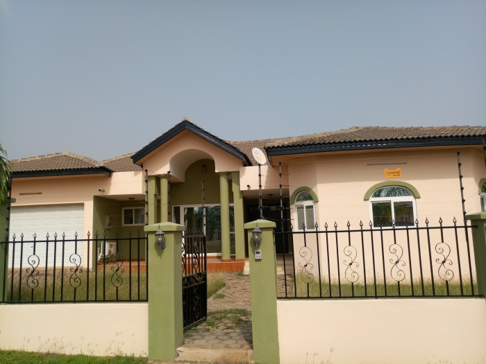 3 Bed House,  East Airport,