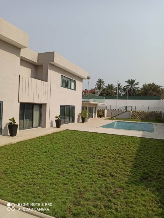 5 Bed House,  Airport,