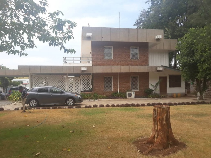 6 Bed House,  Airport,
