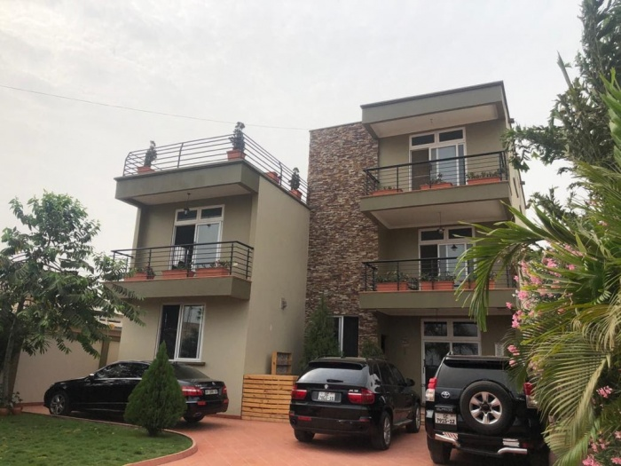 4/5 Bed House,  East Airport,