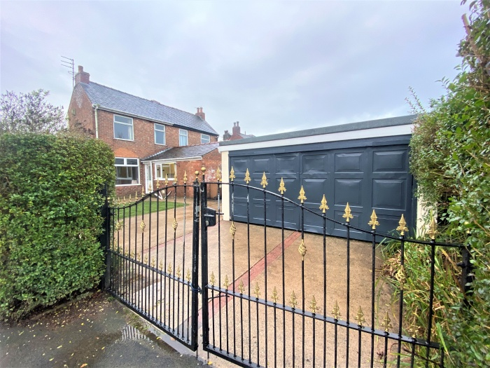 7,  Woodside Avenue,  Preston,  PR2 6QQ