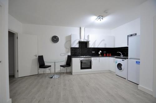 https://s3-eu-west-1.amazonaws.com/propertylab/leonewman/property-images/thumbs/Ownleo_2390672_IMG_00.JPG