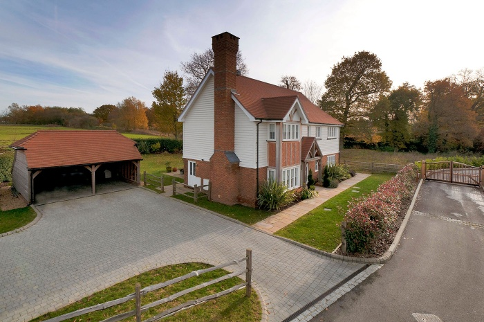 Maidstone Road,  Sutton Valence,