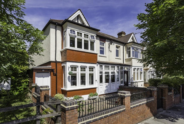 Hedge Lane,  Palmers Green,