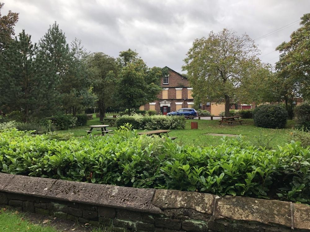 Stone Barn Ln, Palace fields