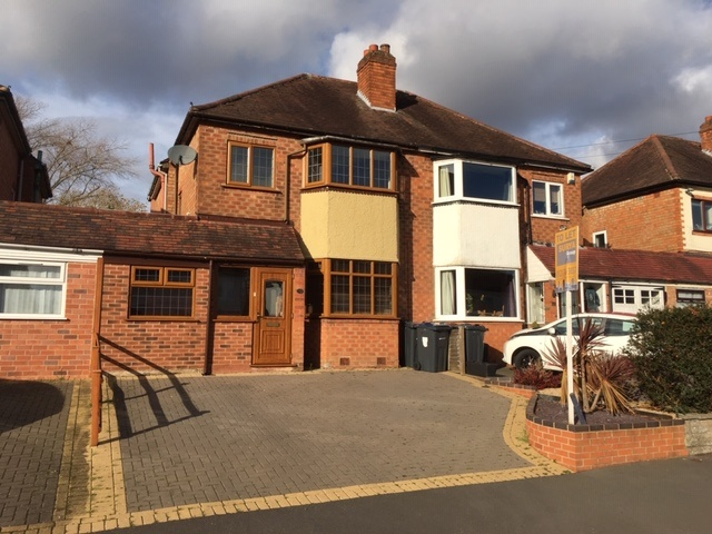 Modern 3 bed Semi detached home located in Hall Green, on boarder of Shirley