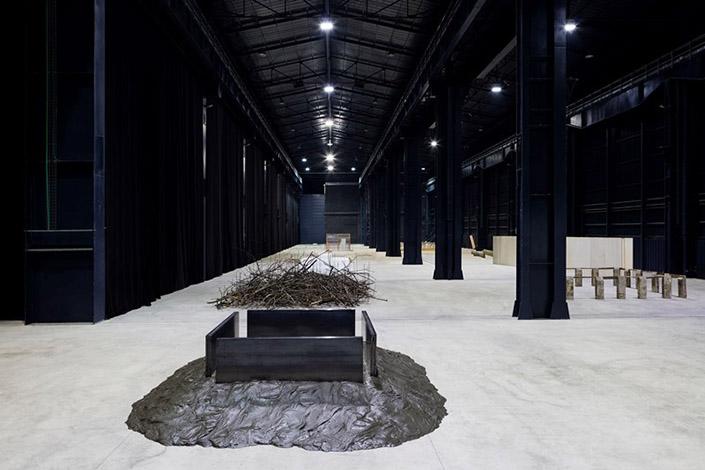 "Kishio Suga, ""Situations"", exhibition view at Pirelli HangarBicocca, 2016. Courtesy of Pirelli HangarBicocca, Milan Photo: Agostino Osio"
