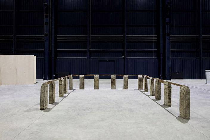 Kishio Suga Perimeter, 1985/1989. Courtesy of the artist, Tomio Koyama Gallery, Tokyo and Pirelli HangarBicocca, Milan Photo: Agostino Osio