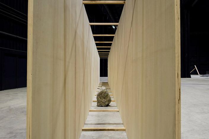 Kishio Suga Exposed Realm, 1986/2016. Courtesy of the artist, Blum & Poe, Los Angeles/New York/Tokyo and Pirelli HangarBicocca, Milan Photo: Agostino Osio
