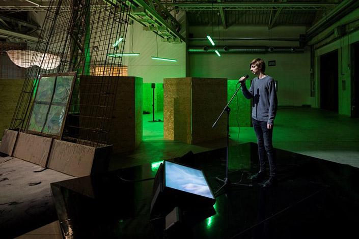 Laure Prouvost, Karaoke, 2014, veduta dell'installazione, Pirelli HangarBicocca, Milano, 2016. Foto: Agostino Osio