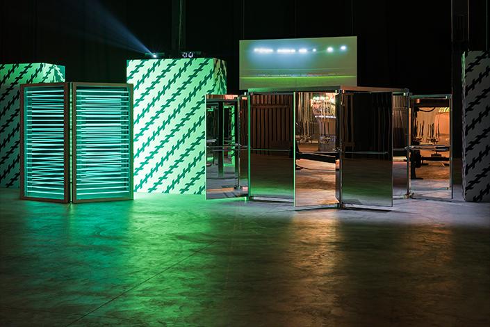 """Carsten Höller, """"Doubt"""", veduta dell'installazione in Pirelli HangarBicocca, Milano. Courtesy dell'Artista e Pirelli HangarBicocca, Milano. Foto: © Attilio Maranzano"""