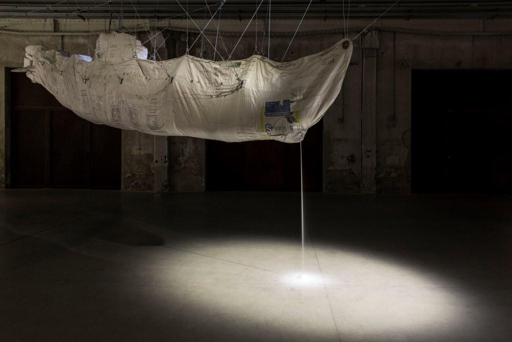 Damián Ortega Hollow/Stuffed: market law, 2012 Foto: Agostino Osio Courtesy Fondazione HangarBicocca, Milano