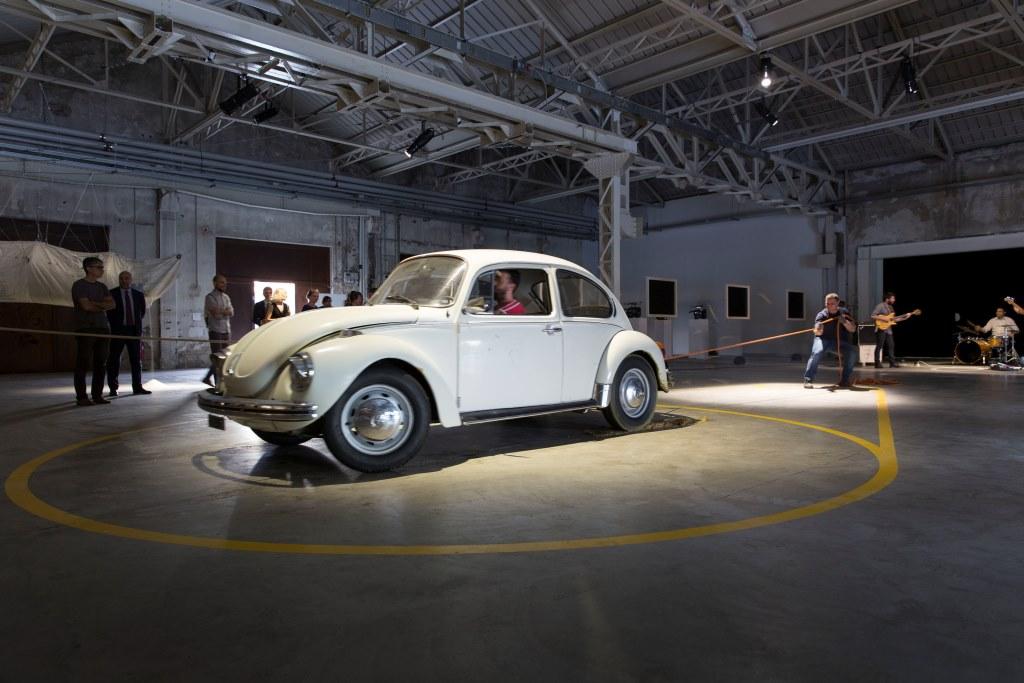 Damián Ortega Moby Dick, 2004 Foto: Agostino Osio Courtesy Fondazione HangarBicocca, Milano