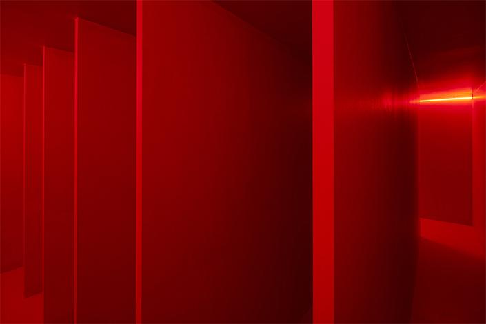 Lucio Fontana, Ambiente spaziale a luce rossa, 1967/2017, installation view at Pirelli HangarBicocca, Milan, 2017. Courtesy Pirelli HangarBicocca, Milan. ©Fondazione Lucio Fontana Photo: Agostino Osio
