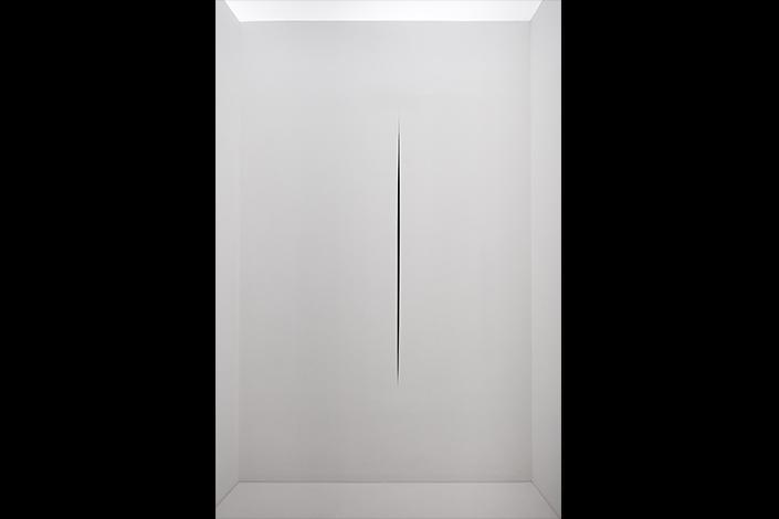 Lucio Fontana, Ambiente spaziale in Documenta 4, a Kassel, 1968/2017, installation view at Pirelli HangarBicocca, Milan, 2017. Courtesy Pirelli HangarBicocca, Milan. ©Fondazione Lucio Fontana Photo: Agostino Osio