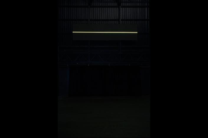 Miroslaw Balka, Holding the Horizon, 2016 Veduta dell'installazione, Pirelli HangarBicocca, Milano, 2017. Courtesy dell'artista e Pirelli HangarBicocca, Milano. Foto: © Attilio Maranzano
