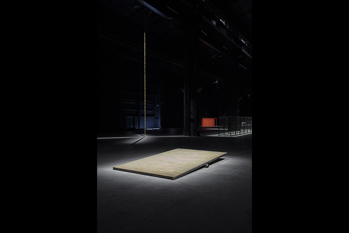 "Miroslaw Balka, ""CROSSOVER/S"", exhibition view at Pirelli HangarBicocca, Milan, 2017. Courtesy of the artist and Pirelli HangarBicocca, Milan. Photo: © Attilio Maranzano"