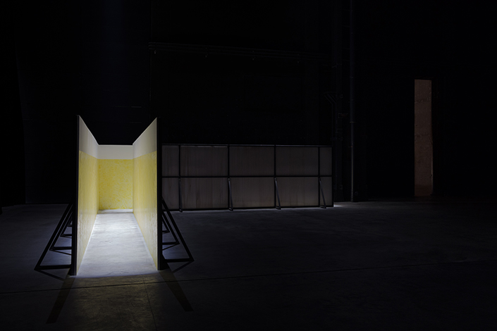 Miroslaw Balka, Soap Corridor, 1995 Veduta dell'installazione, Pirelli HangarBicocca, Milano, 2017. Courtesy dell'artista e Pirelli HangarBicocca, Milano. Foto: © Attilio Maranzano