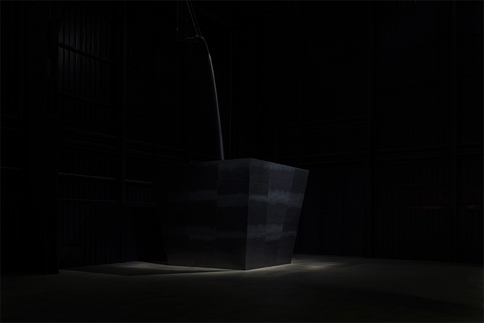 Miroslaw Balka, Wege zur Behandlung von Schmerzen, 2011. Veduta dell'installazione, Pirelli HangarBicocca, Milano, 2017. Courtesy dell'artista e Pirelli HangarBicocca, Milano. Foto: © Attilio Maranzano