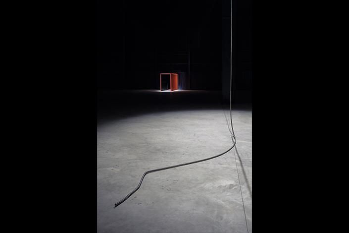 """Miroslaw Balka, """"CROSSOVER/S"""", veduta della mostra, Pirelli HangarBicocca, Milano, 2017. Courtesy dell'artista e Pirelli HangarBicocca, Milano. Foto: © Attilio Maranzano"""