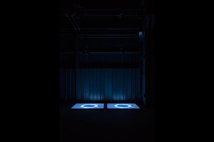 Miroslaw Balka, BlueGasEyes, 2004 Veduta dell'installazione, Pirelli HangarBicocca, Milano, 2017. Courtesy dell'artista; Gladstone Gallery, New York e Bruxelles, e Pirelli HangarBicocca, Milano. Foto: © Attilio Maranzano
