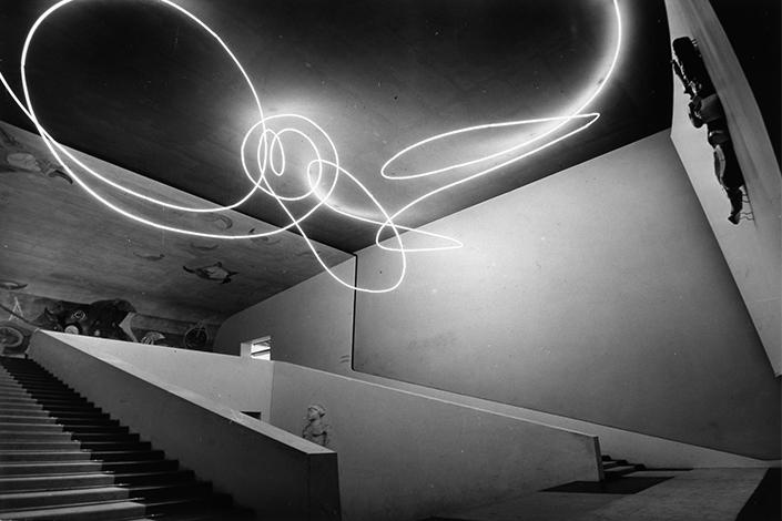 Lucio Fontana, Struttura al neon per la IX Triennale di Milano, 1951 © Fondazione Lucio Fontana