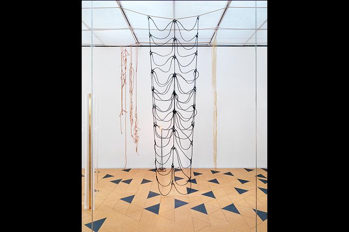 Leonor Antunes the frisson of the togetherness, 2017 Veduta dell'installazione, Whitechapel Gallery, Londra, 2017 Courtesy dell'artista e Whitechapel Gallery Londra. Foto: Nick Ash, 2017