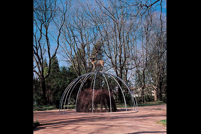 Mario Merz Senza titolo, 1998 Installation view, Fundação de Serralves, Porto, 1999 Courtesy Fondazione Merz, Turin Photo: Rita Burmester