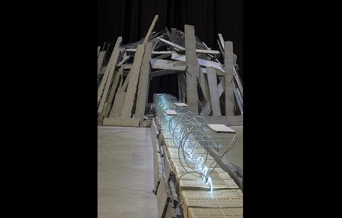 """Mario Merz Sentiero per qui, 1986 Veduta dell'installazione, Pirelli HangarBicocca, Milano, 2018. """"la Caixa"""" Collection. Contemporary Art Courtesy Pirelli HangarBicocca, Milano Foto: Renato Ghiazza © Mario Merz, by SIAE 2018"""