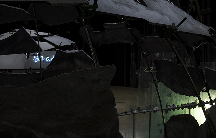 Mario Merz Noi giriamo intorno alle case o le case girano intorno a noi?, 1977 (ricostruzione 1985) (dettaglio) Veduta dell'installazione, Pirelli HangarBicocca, Milano, 2018. Tate Courtesy Pirelli HangarBicocca, Milano Foto: Renato Ghiazza © Mario Merz, by SIAE 2018