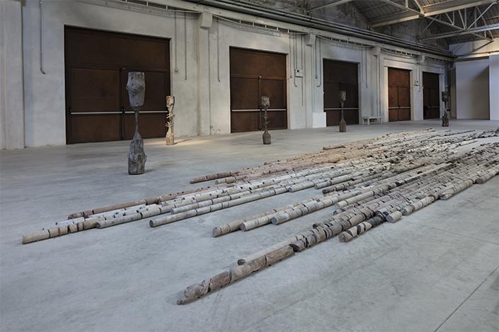 Giorgio Andreotta Calò CITTÀDIMILANO, veduta della mostra, Pirelli HangarBicocca, Milano, 2019. Courtesy dell'artista e Pirelli HangarBicocca. Foto: Agostino Osio