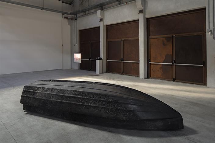 Giorgio Andreotta Calò, Volver, 2008 Veduta dell'installazione, Pirelli HangarBicocca, Milano, 2019. Courtesy dell'artista; ZERO…, Milano, e Pirelli HangarBicocca. Foto: Agostino Osio