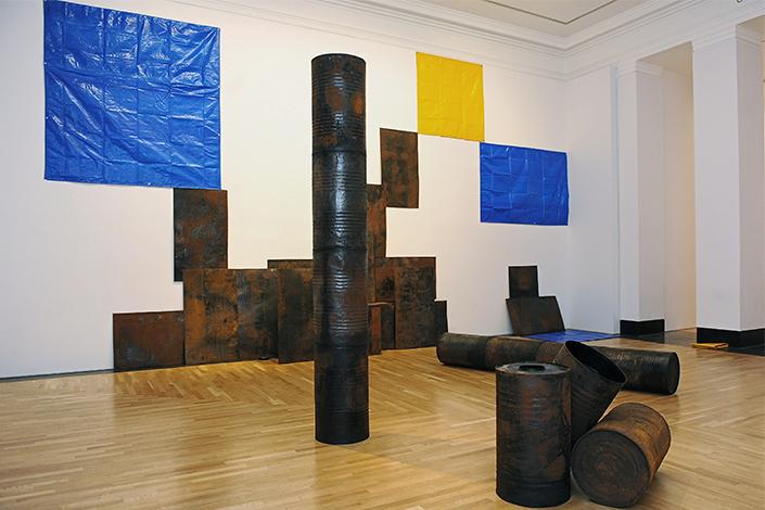 Sheela Gowda Kagebangara, 2008 Veduta dell'installazione, Artes Mundi 5, 2012 Courtesy l'artista Foto: Wales News Service